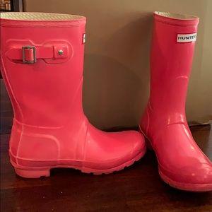 Hot pink hunter rain boots short gloss size 7